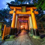 Entrance-to-the-tunnel-inari-shrine-gates-Kyoto-Japan-red-gates-fox-statues