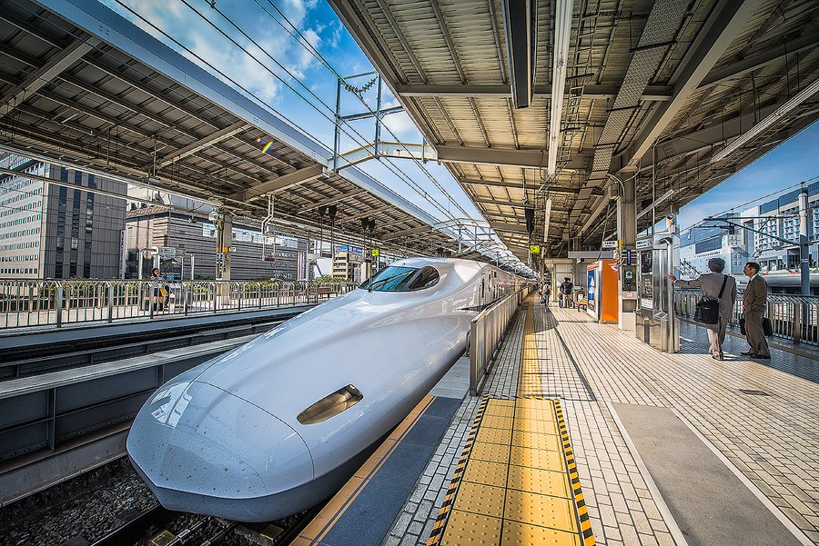 bullet-train-japan-kyoto-after-hdr-lightroom-preset-premium-pack-luke-zeme-photography