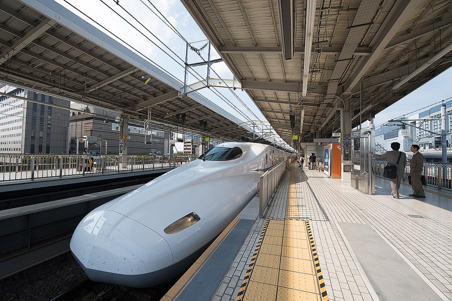 bullet-train-japan-kyoto-before-hdr-lightroom-preset-premium-pack-luke-zeme-photography